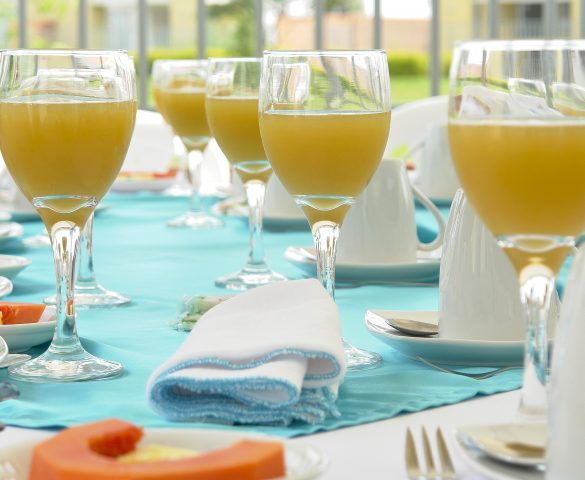 brunch-table-setting